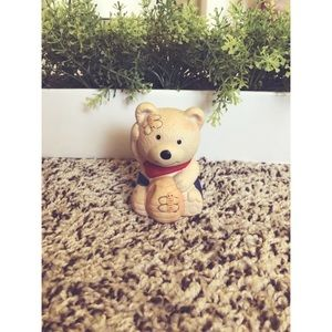 Super cute Winnie the Pooh salt and pepper shaker